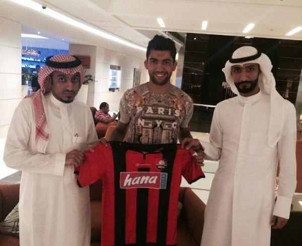 Darragi signe au club D'Al Raed Saoudien. (Photo twitter AlRaedClub)