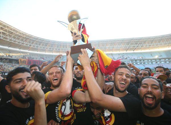 الترجي الرياضي التونسي يتوج باللقب 27 في تاريخه و26 منذ الإستقلال. صورة : الجامعة التونسية لكرة القدم