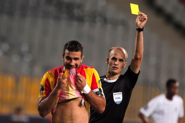 Haythem Jouini injustement exclu lors du match face à Al Hilal en championnat arabe des clubs. (Photo @dawriplus)