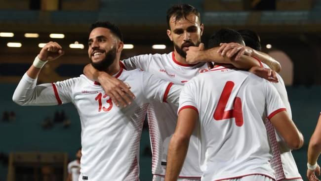Les Tunisiens en fête lors du match Tunisie-Niger, en éliminatoires de la Coupe d'Afrique des nations 2019. (Photo Fethi Belaïd / AFP)