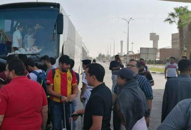 Arrivée des supporters sang et or au Caire pour assister à la finale Al Ahly - Espérance. (Photo Al-Ain.com)