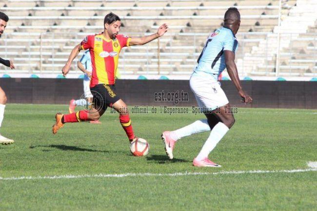 Adem Rejaïbi déjà aligné face à l'US Ben Guerdane au match aller à El Menzah. (Photo est.org.tn)