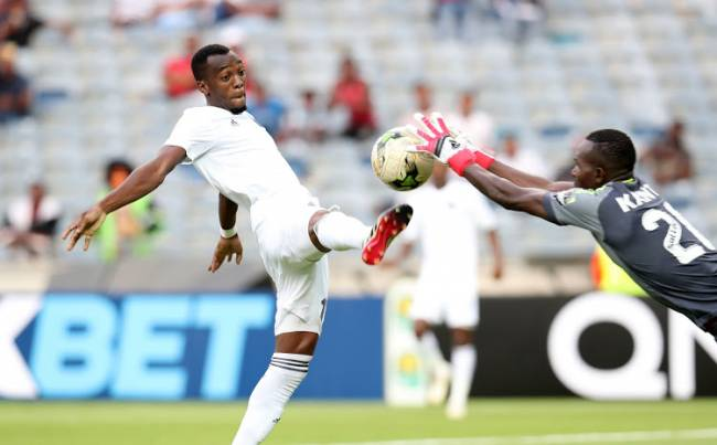 L'attaquant zambien d'Orlando Pirates, Justin Shonga, a inscrit un doublé contre Horoya AC au stade Orlando. (Photo Muzi Ntombela/BackpagePix)