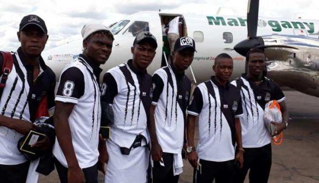 Les joueurs de TP Mazembe s'apprêtant à voyager. (Photo footrdc.com)