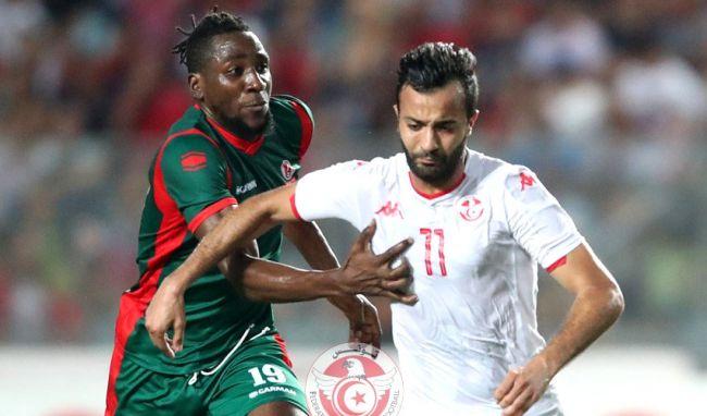 Duel entre Khenissi et Nsabiyumva lors du match amical  de la Tunisie face au Burundi à Radès. (Photo @FTF.OFFICIELLE)