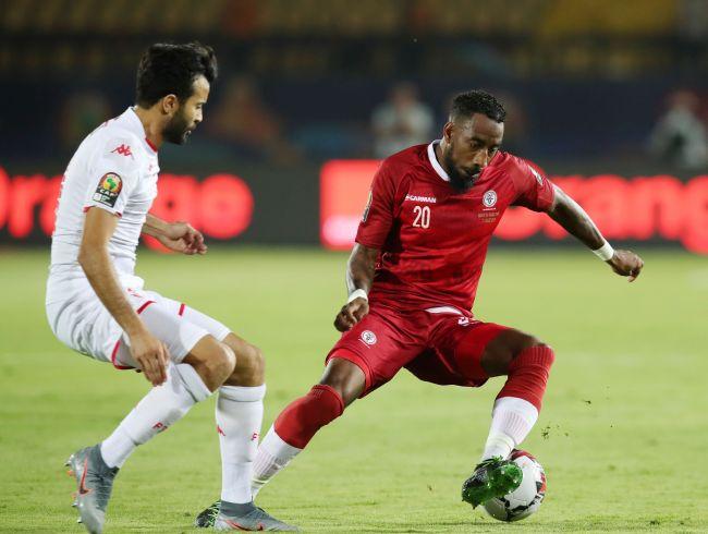 Taha Yassine Khenissi face à Romain Métanire de la sélection malgache lors de la victoire de la Tunisie 3 à 0. (Photo CAFOnline.com)