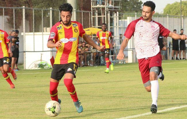 Raed Fedaâ lors du match amical face aux Saoudiens de Hitteen FC. (Photo est.org.tn)