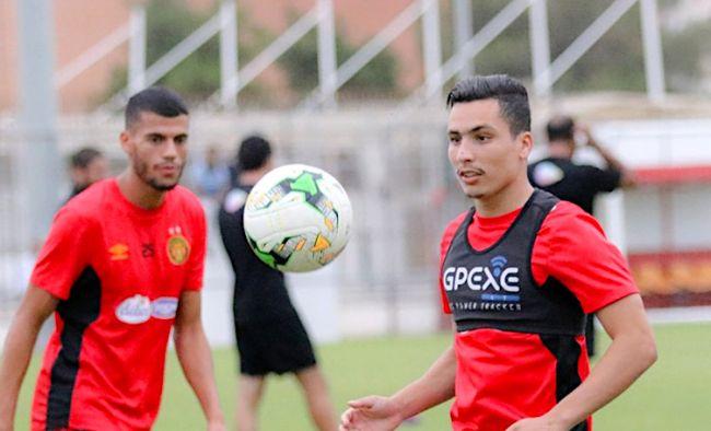 Billel Bensaha blessé face à TP Elect-Sport FC sera contraint au repos. (Photo est.org.tn)