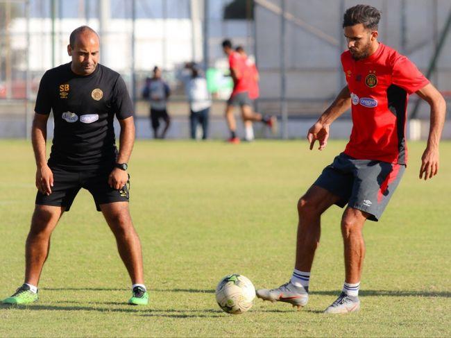 Abdelkader Bedrane à l'entraînement suivant les instructions de Sabri Bouazizi. (Photo est.org.tn)