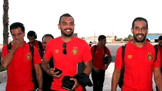 Les joueurs sang et or atterrissant à l'aéroport de Marrakech pour rencontrer l'Olympic Club de Safi. (Photo est.org.tn)