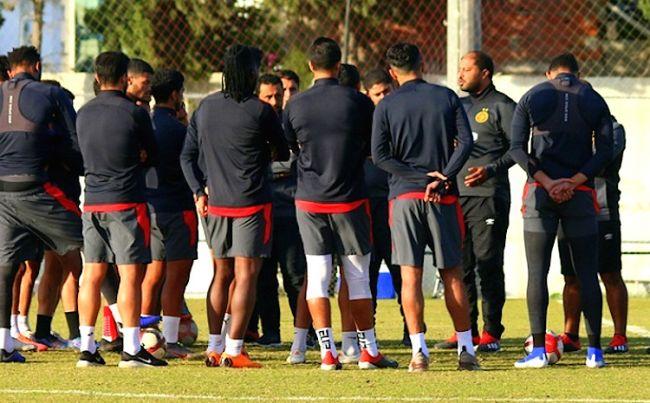 Les joueurs sang et or réunis à l'entraînement avec le coach Mouïne Chaâbani. (Photo est.org.tn)
