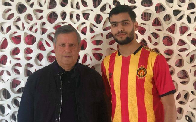 Le jeune défenseur algérien Mohamed Amine Tougai s'engage avec l'Espérance de Tunis. (Photo est.org.tn)