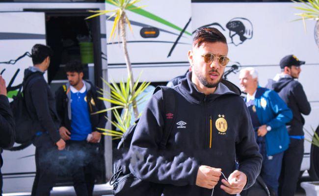 Iheb Mbarki et ses coéquipiers sont arrivés à Tizi Ouzou afin de disputer leur dernier match de groupe en Ligue des champions face à la JS Kabylie. (Photo est.org.tn)