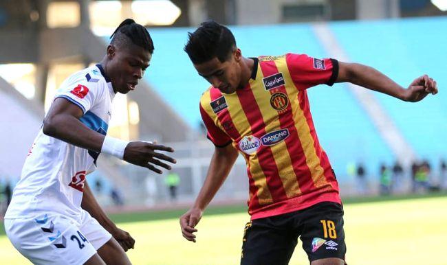 Duel entre Emmanuel Agbadou et Abderraouf Benguit lors de la rencontre face à l'US Monastir le 5 février 2020 à Radès. (Photo est.org.tn)