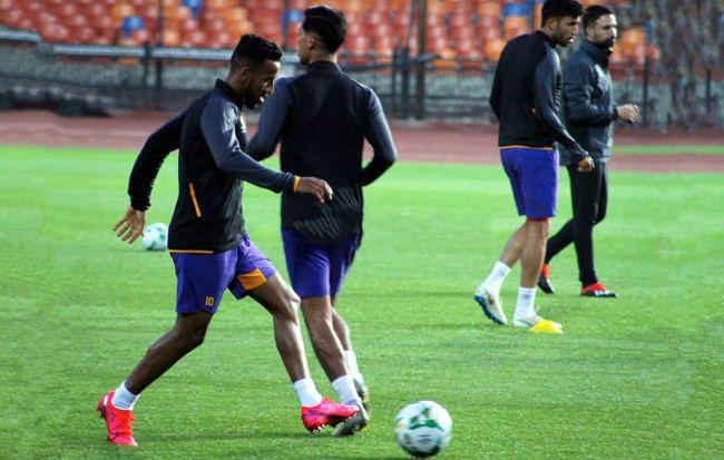 Les joueurs sang et or effectuant une séance d'entraînement au stade du Caire. (Photo est.org.tn)
