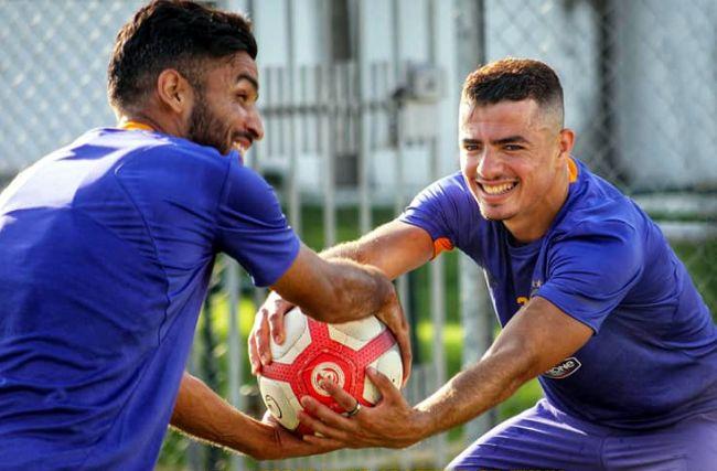 Ilyes Chetti et Abdelkader Bedrane à l'entraînement au Parc B. (Photo est.org.tn)