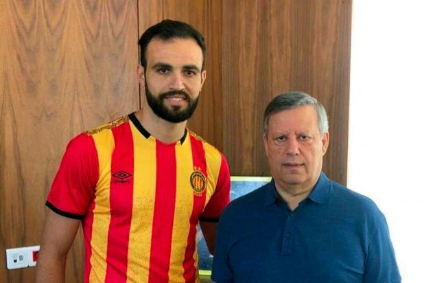 Le latéral droit Hamdi Nagguez signe un contrat de 3 ans avec l'Espérance de Tunis. (Photo est.org.tn)