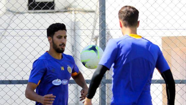 Les joueurs Youssef Abdelli et Zied Berrima à l'entraînement au Parc B. (Photo est.org.tn)