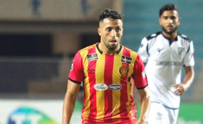 Abderrahmane Meziane et ses coéquipiers n'ont pas su trouver la faille dans la défense sfaxienne hier soir au stade de Radès. (Photo est.org.tn)