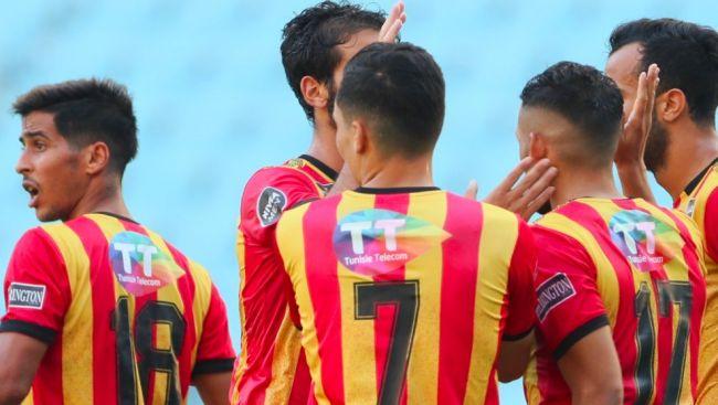Les joueurs de l'Espérance fêtant la victoire. (Photo est.org.tn)