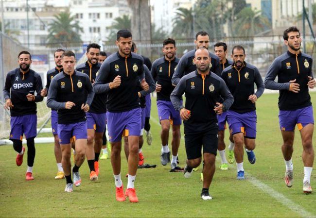 Les joueurs sang et or à l'entraînement au complexe Hassen Belkhodja. (Photo est.org.tn)