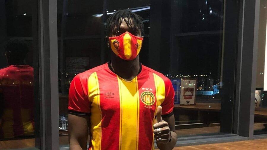 L'attaquant ghanéen Basit Abdul Khalid signe pour 2 ans et demi avec l'Espérance. (Photo est.org.tn)