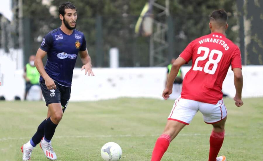 Mohamed Amine Meskini face à Mohamed Hadj- Mahmoud lors de l'opposition entre l'Etoile du Sahel et l'Espérance de Tunis au stade Bou Ali Lahouar de Hammam-Sousse. (Photo est.org.tn)