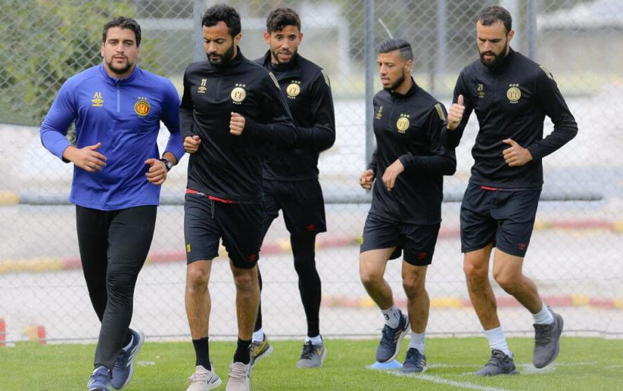 Les joueurs sang et or à l'entraînement en vue de préparer le match de demain face au Mouloudia d'Alger. (Photo est.org.tn)