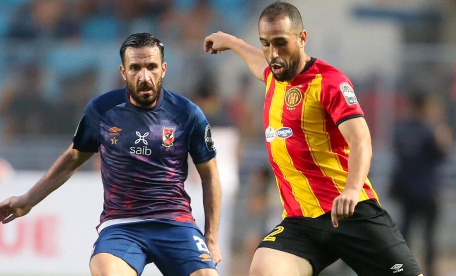 Duel du match aller entre Sameh Derbali et Ali Maâloul, auteur du premier but d'Al Ahly de ce soir sur penalty à la 38'. (Photo CAFOnline.com)