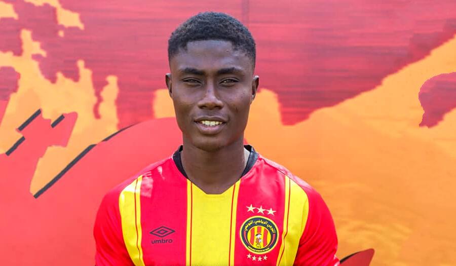 L'attaquant ivoirien Kouadio Brou David Koffi a signé un contrat de quatre ans avec l'Espérance. (Photo est.org.tn)