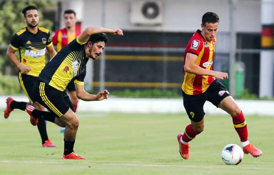 Zied Berrima disputant le match amical de préparation face à Al Ahly Al Andoulsi, le 20 août 2021 au Parc B. (Photo est.org.tn)