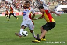 Le latéral gauche Khalil Chammam lors du match de Ligue 1, EST - ESZ, du 21 août 2010 à El Menzah. (Photo CHALA)