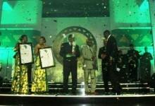 GLO - CAF Awards  - L'Espérance de Tunis et Oussama Darragi récompensés lors de la nuit des étoiles africaines 2011. (Photo : CAF Online)