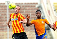 Duel Hicheri - Azuka lors du match Sunshine - Espérance en CL 2012. (Photo : MTN Football)